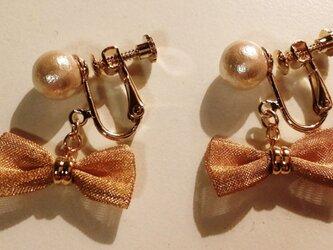 コットンパールとメッシュリボンのイヤリングの画像