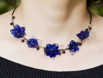 blue flowers necklaceの画像