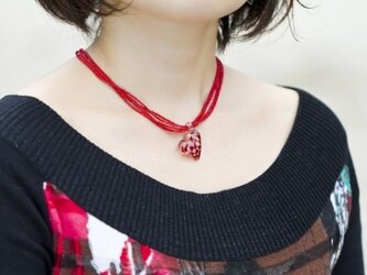 Red dots heart pendantの画像
