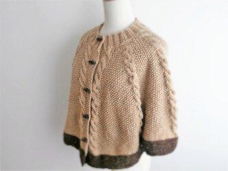 ケーブル&かのこ編みのポンチョの画像
