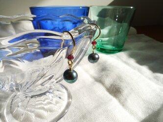 K14gf 淡水真珠のピアス(メタリックネイビー)の画像