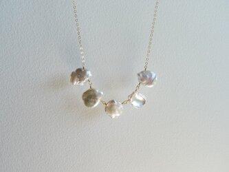 K14gf 淡水真珠 クレオ花びら ネックレスの画像