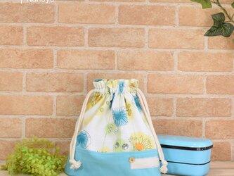 爽やかな花柄のお弁当袋(大):水色の画像