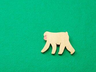 ニホンザル / 猿 木のブローチの画像