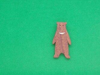 ツキノワグマ / 熊 木のブローチの画像