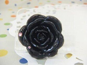 黒バラのブローチの画像