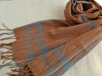 アースカラーの手織りしぼストールの画像