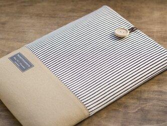 ノートパソコンケース ストライプxキャメルの画像