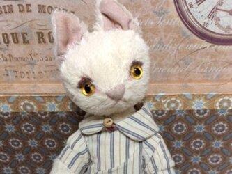猫ぬいぐるみ(ドール)ベージュの女の子の画像