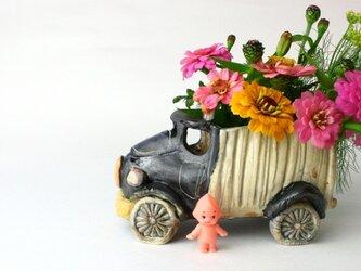 陶器/黒いトラックキューピーの運転手付き/インテリア /小さな花の器/可愛い器/陶芸家が作る遊びの器の画像