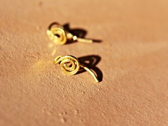 k24 純金のspiralピアスの画像
