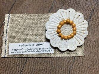 白いお花✳︎ブローチの画像