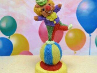 おっとっと!玉乗り上手なピエロコグマさんの画像