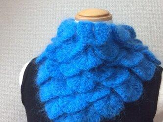 うろこ編みのサンカクミニマフラー 青猫の画像