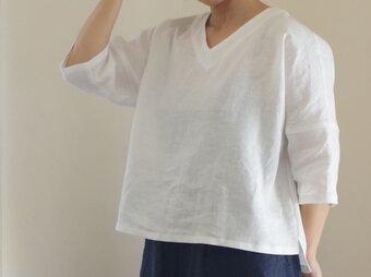 白いリネンの肩落ちプルオーバーの画像