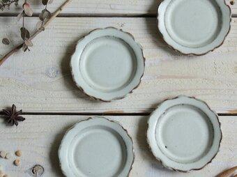 輪花豆皿 花弁6片 やさしい雰囲気の白マット系 陶器の画像