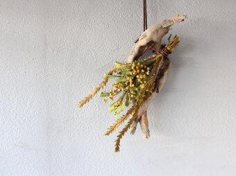 【鹿革の花かざり】ミモザのスワッグの画像