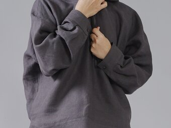 【wafu】中厚 リネン100% パーカー ドロップショルダー プルオーバー/黒橡(くろつるばみ) t047a-ktb2の画像