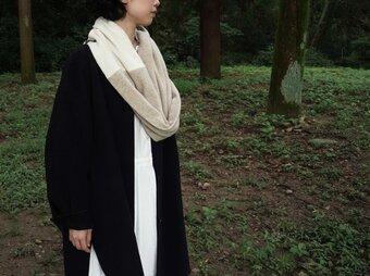 暖をつつむ 純カシミヤのふわふわBi-colorドーナッツスヌード  Baige / RW Whiteの画像