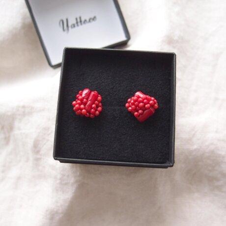 【天然石の刺繍ピアス】red coral mix(M)の画像