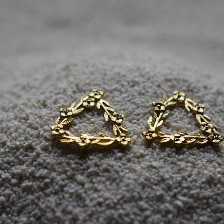 triangle and flowers earringsの画像