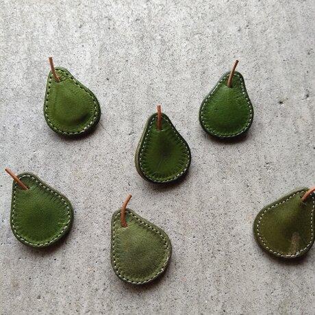 洋梨のブローチの画像
