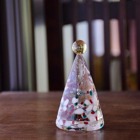 ガラスのクリスマスツリーの画像