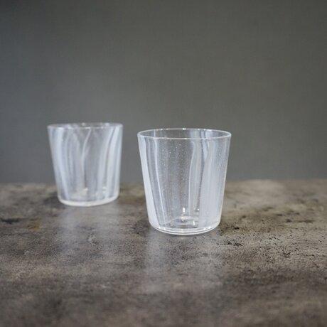 光を添える、グラス(白)の画像