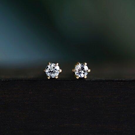 K18ダイヤモンド2mmの爪留め一粒ピアス ~Stellaの画像
