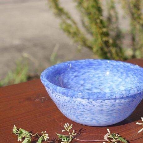 白いフリットのボール(青ベース)の画像