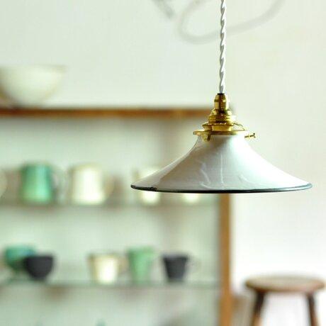 陶器のランプシェードの画像