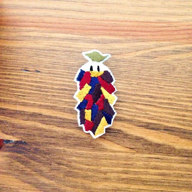 刺繍ブローチ 「ミノムシ」の画像1枚目