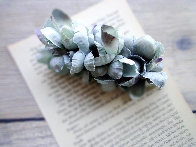【受注生産】花びらのバレッタ■ふんわり優しく包み込むシルエット■ブルーの画像1枚目