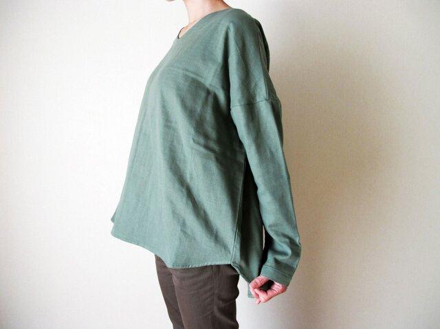 3重ガーゼ(綿100%)のVネックシャツ(スモーキーグリーン)の画像1枚目