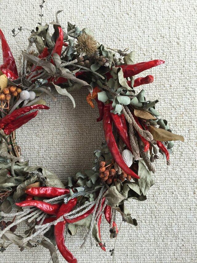 レッドペッパーのクリスマスリースの画像1枚目