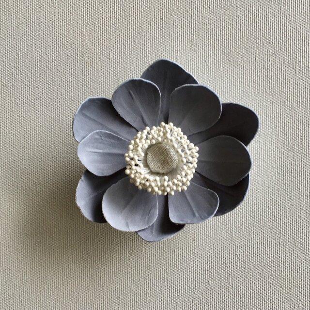 アネモネの布花ミニコサージュ‐グレー-の画像1枚目