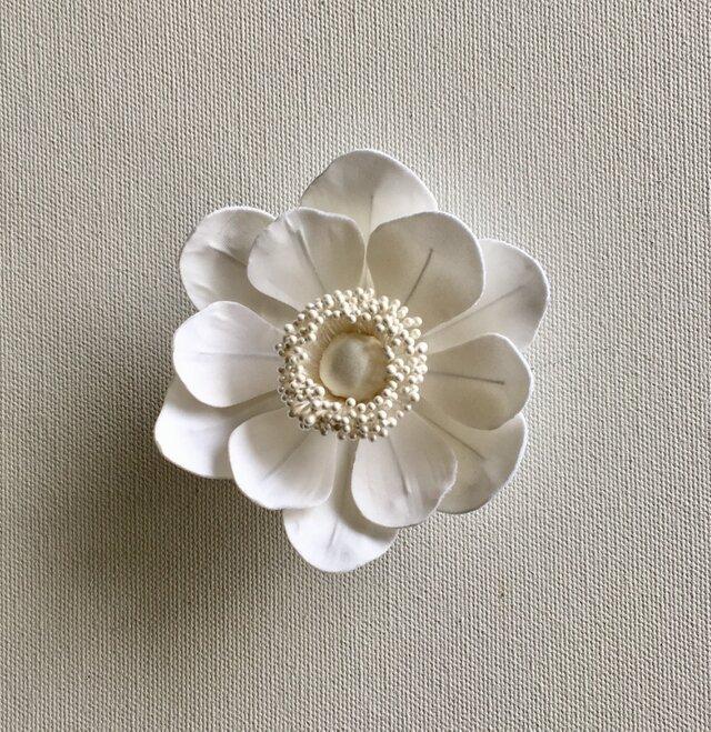 アネモネの布花ミニコサージュ‐ホワイト-の画像1枚目