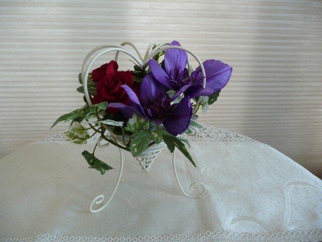 完売  真紅の薔薇とクレマチスの画像1枚目