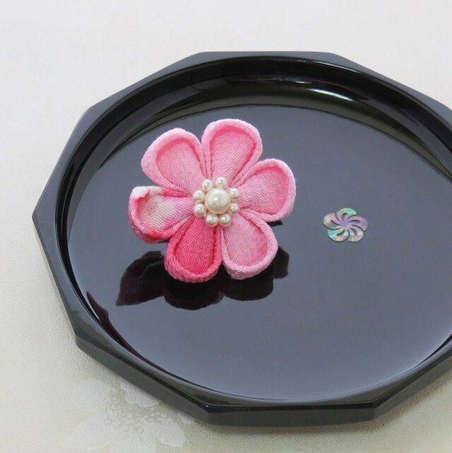 お花の大きさ:5cm髪飾り つまみ細工(ピンク色2WAYブローチピン)の画像1枚目