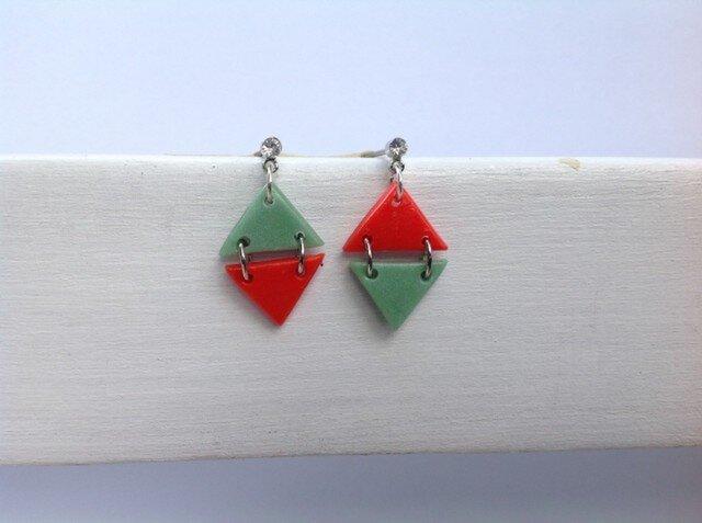赤と渋グリーンのダイヤ型ピアス。の画像1枚目