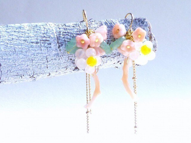 14KGF)春待ち枝垂れ桜のピアスの画像1枚目