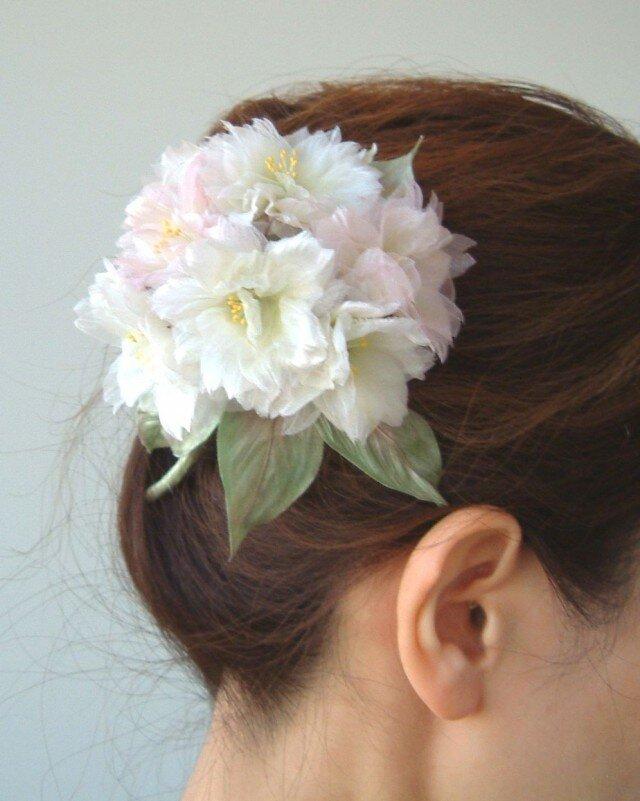 ほんのりピンクの桜 M * 2種シルク製 * コサージュ 髪飾りの画像1枚目