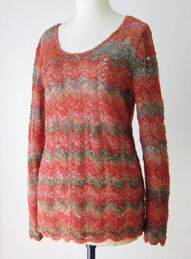ふんわり段染め模様編みプルオーバー(赤系)の画像1枚目
