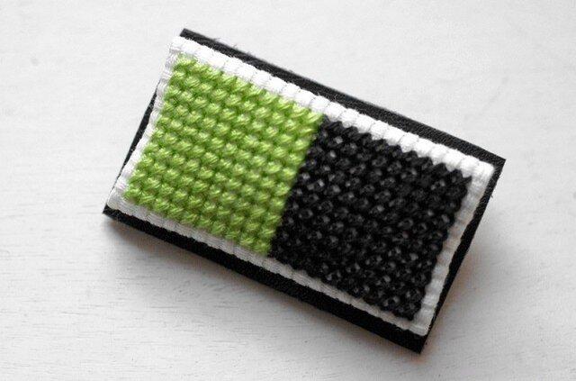 四角x2のブローチ / 黄緑x黒の画像1枚目