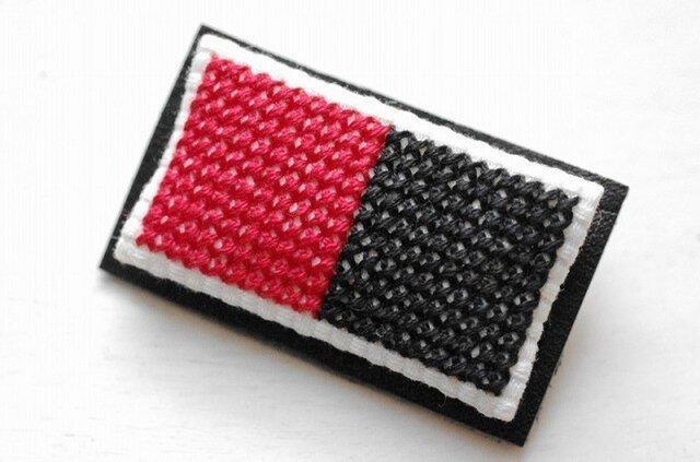 四角x2のブローチ / 赤x黒の画像1枚目