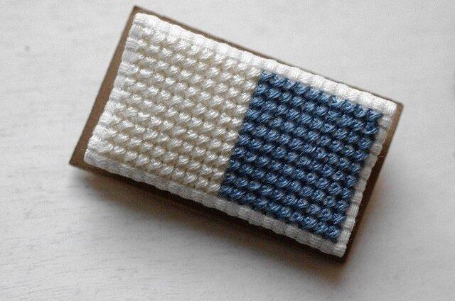 四角x2のブローチ / 白x空色の画像1枚目