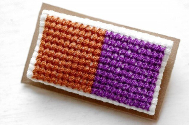 四角x2のブローチ / 赤茶色x紫の画像1枚目