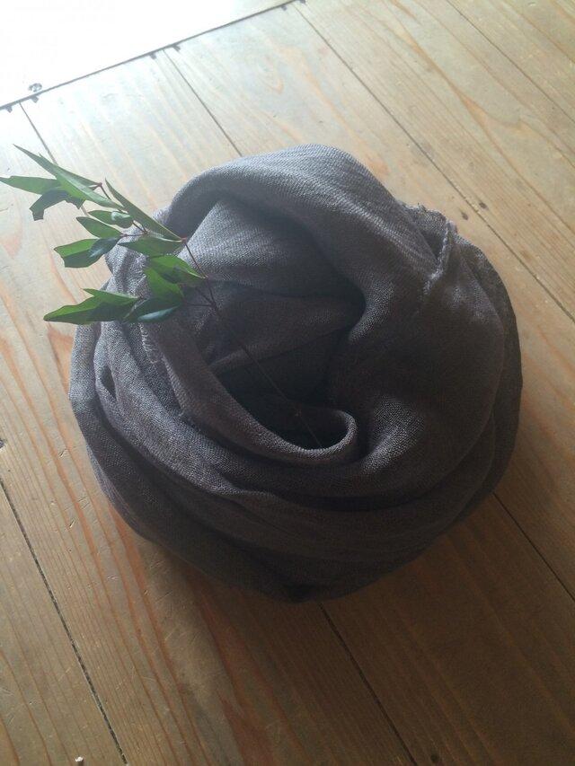 草木染め染めリネンガーゼストール(栗のイガ、グレー色)の画像1枚目