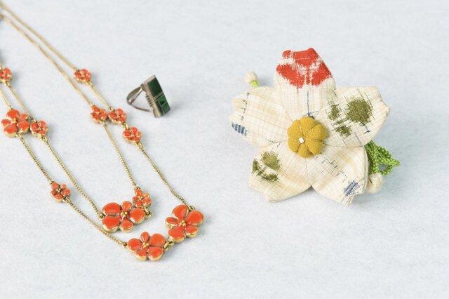 小さな巾着袋/みこ花「絣」(花軸色:黄色)mi-5b/リメイク着物の画像1枚目