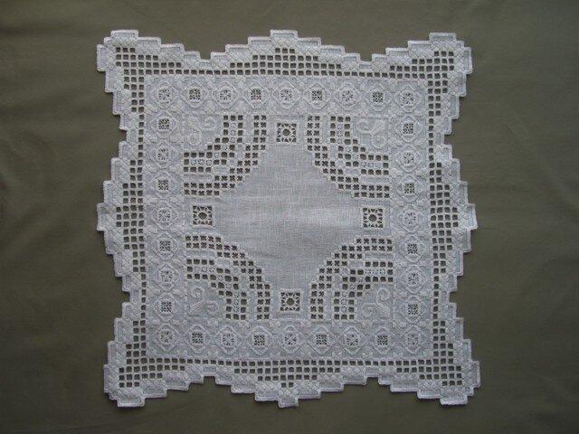 ハーダンガー刺繍 テーブルセンター の画像1枚目